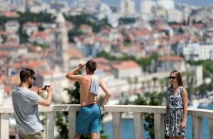 20.07.2015., Split - Turisti uzivaju u pogledu koji se s vidilice na Marjanu pruza na grad Split. Photo: Petar Glebov/PIXSELL